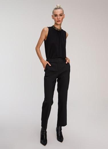 People By Fabrika Yakası Taş Detaylı Bluz Siyah
